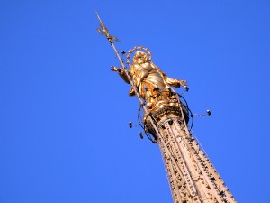 statue of virgin mary on roof top of duomo of milano
