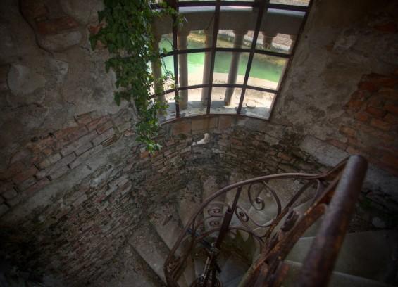 italy haunted poveglia spiral staircase