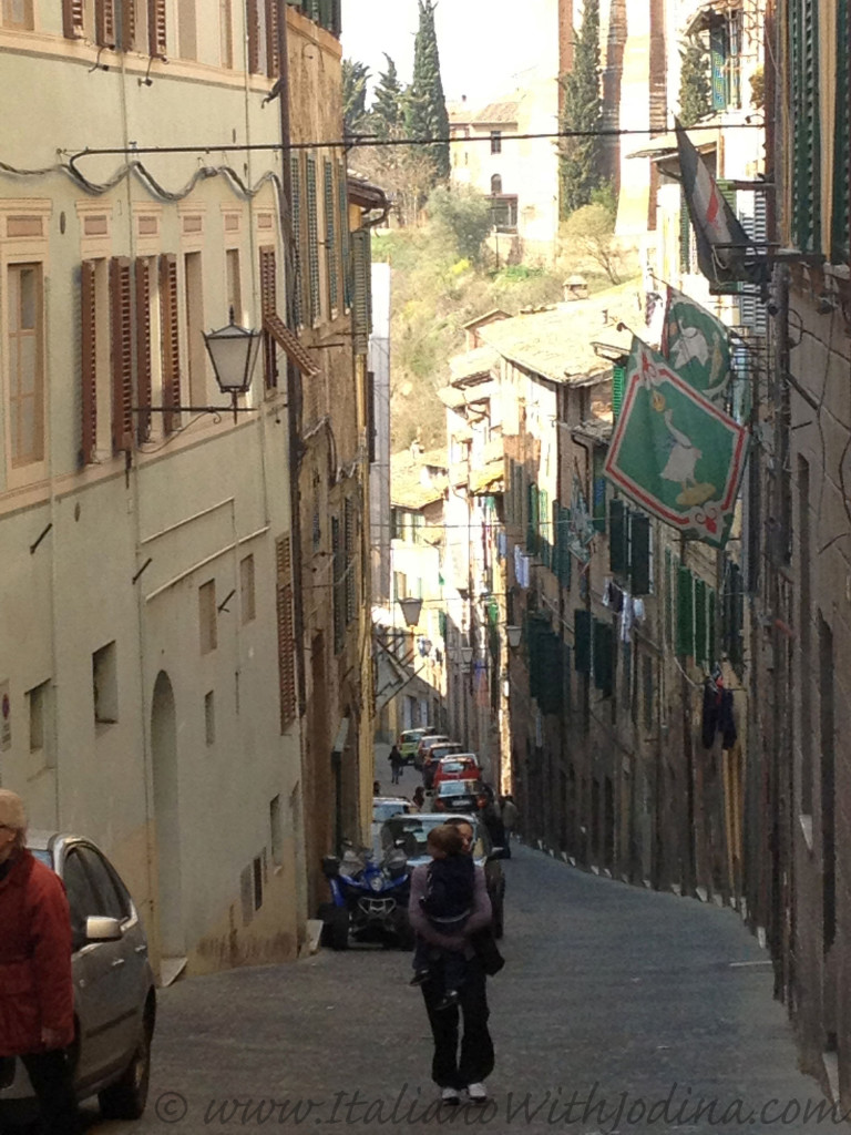 narrow street siena italy jodina